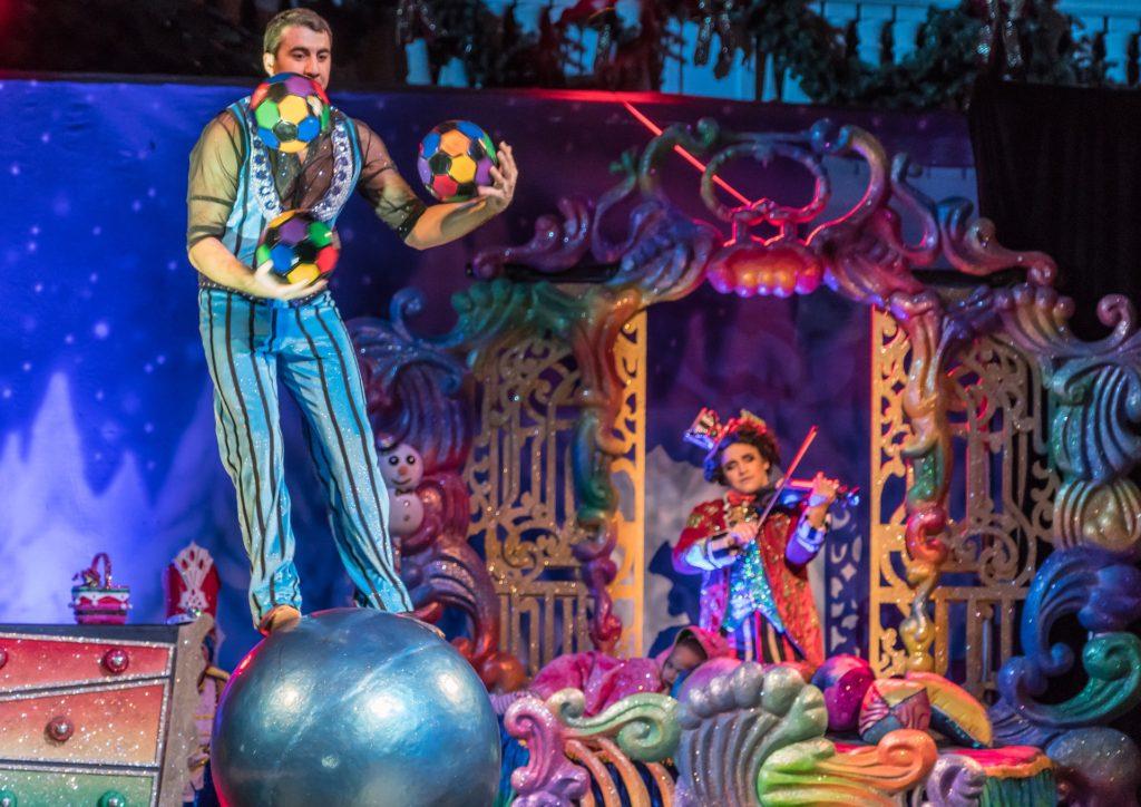 Juggler Show Exhibit Entertainment Costume Event